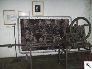 Machine à faire les clous mécanique